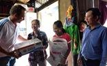Học bổng Đèn đom đóm: Tiếp sức trẻ em nghèo hiếu học
