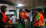 Tạm giữ 7 người liên quan vụ bán xăng dầu lậu trên biển