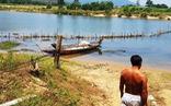 Dân cắm cọc tre, dựng rào tre ngăn sông chống 'cát tặc'