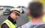 Cảnh sát Đức xử đẹp những tài xế dừng xe để chụp ảnh tai nạn
