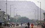 Bãi rác cao như núi, giới chức Ấn Độ khuyên gắn đèn đỏ cảnh báo máy bay