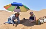 Lạ kỳ kiểu chữa bệnh bằng cát sa mạc