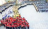 Học sinh hào hứng múa hát 'Việt Nam ơi' sau khi thi học kỳ