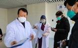 Doanh nhân Hong Kong đến Vũ Hán để vực dậy tinh thần y, bác sĩ