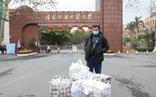 Du học sinh đem 15.000 khẩu trang sang Trung Quốc 'tặng những người cần'