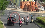 Đường phố TP.HCM vắng vẻ, người dân 'vô tư' vi phạm luật giao thông