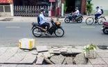 TP.HCM: xuất hiện hố lún trên vỉa hè đường Hoàng Hoa Thám