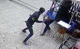 Lời khai ban đầu của thanh niên cầm dao 'quyết đấu' với bảo vệ chung cư