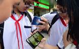 Cho học sinh dùng điện thoại trong lớp: Các em mê chat chit, giáo viên sao dạy được?