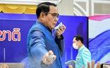 Bị hỏi khó, thủ tướng Thái Lan xịt nước sát khuẩn vào phóng viên