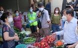 Chủ tịch UBND TP.HCM: Chợ quá đông có thể dời sạp ra ngoài, kẻ vạch để bán
