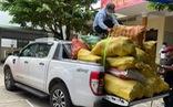 Bà con góp rau củ quả gửi khu cách ly, đội xe bán tải có mặt ngay!