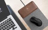 Miếng lót chuột tích hợp bộ sạc không dây cho smart-phone