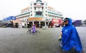 TP Vinh ngập lụt lịch sử, bộ đội đưa xe quân sự 'giải cứu' học sinh