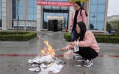 Thư viện Trung Quốc đốt sách, dân mạng ví như... thời Tần Thủy Hoàng