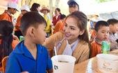 'Đại tiệc' phở cho trẻ em vùng sâu, hết sạch sành sanh hơn 1.000 suất