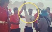 VĐV lướt sóng Philippines 'hi sinh' cơ hội huy chương vàng để cứu đối thủ