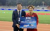 Tuyển thủ nữ Hải Yến nhận thưởng nóng 100 triệu từ PINACO