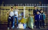 Văn Đức, Hùng Dũng nhặt rác ở Mỹ Đình sau chiến thắng U23 Thái Lan