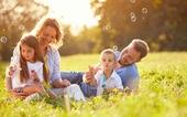 Bạn có đang mắc những sai lầm này khi nuôi dạy con?