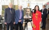 Họa sĩ Canada vẽ chân dung Chủ tịch Hồ Chí Minh