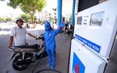 Giá xăng dầu tăng mạnh, xăng RON95 lên gần 23.000 đồng/lít