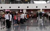 Bị đánh ở sân bay Nội Bài vì mở túi xách của người khác để xem