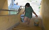 Khu công nghiệp ngưng cấp nước, 100 hộ dân xách từng xô nước giếng về dùng