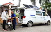 Ôtô 'rađa' cho sạc pin miễn phí kiêm xe cấp cứu cho người đi đường