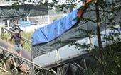Xe tải 24 tấn qua cầu 8 tấn làm sập cầu, xe rớt xuống kênh