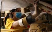 'Đội phản ứng nhanh' tình nguyện dọn dẹp ký túc xá