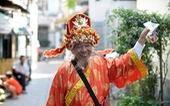'Thần tài' Sài Gòn dang nắng dầm mưa bán vé số để làm từ thiện