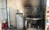 Con nấu ăn, cha mở nắp can xăng: 2 người chết, 1 bị thương nặng
