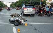 Bị truy đuổi, 4 nghi phạm giật điện thoại ngã lăn ra đường vì tông phải ôtô