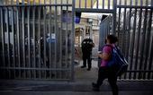 Ông Trump cân nhắc cấm nhập cảnh tạm thời với người Mỹ nghi mắc COVID-19