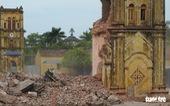 Video những hình ảnh 2 tháp chuông nhà thờ Bùi Chu khi sụp đổ