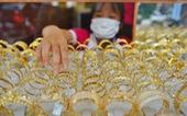 Giá vàng thế giới bất ngờ bốc hơi, giá trong nước còn 'treo' cao