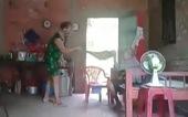 Bắt tạm giam người phụ nữ bạo hành mẹ ruột 'vì không để lại gì'