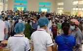 Hàng ngàn người kéo tới cùng lúc, điểm tiêm ngừa phải dừng tiêm