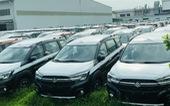 Tiêu thụ ô tô đồng loạt giảm, hãng xe thêm gánh nặng thiếu chip sản xuất