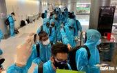 Hai người trên chuyến bay chở tuyển Việt Nam về nước mắc COVID-19