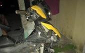 2 nam sinh chết bên cạnh chiếc xe máy biến dạng