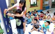 Trong mắt người nước ngoài: Trẻ con là báu vật quốc gia