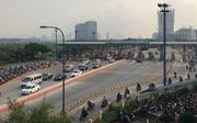 Hầm sông Sài Gòn ùn ứ, ngăn ôtô để xe máy chạy