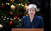 Phe phản đối hoãn binh, bà Theresa May tạm thoát nạn