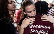 Học sinh, phụ huynh Mỹ phẫn uất chất vấn về súng đạn