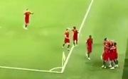 Vì sao luôn có một cầu thủ không ăn mừng cùng Ronaldo?