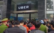 Hà Nội muốn Uber và Grab công bố giá trần, giá sàn