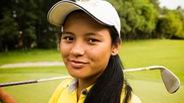 Chơi golf bằng cành cây, cô gái 18 tuổi thay đổi lịch sử
