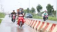 Không mưa, đường vành đai 2 TP HCM vẫn ngập nước